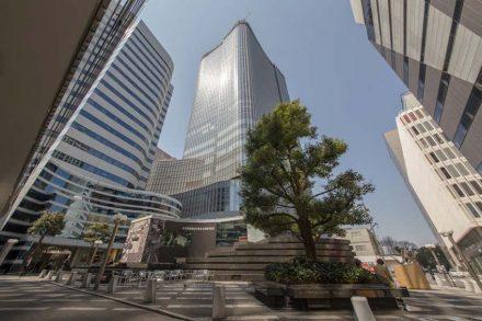 商標から「東京ミッドタウン日比谷」を眺めよう
